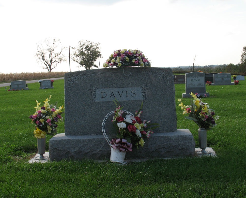 davis-scalesMound