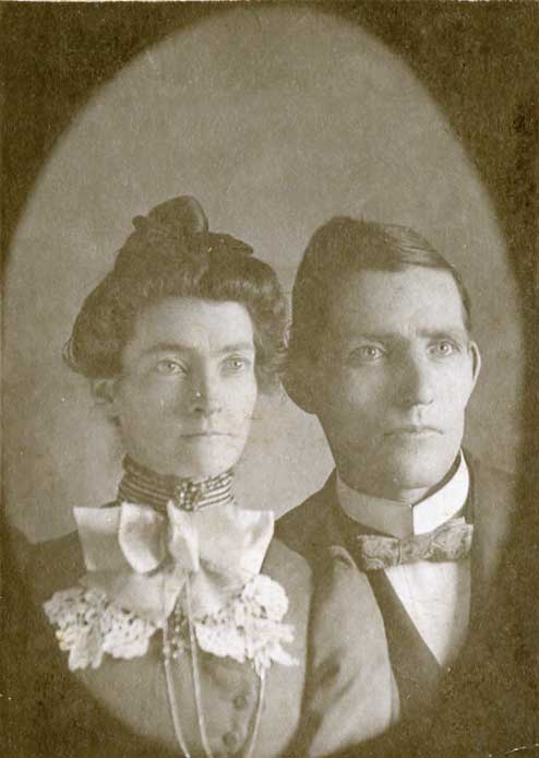 Unidentified relatives of Lester Schoenhard?
