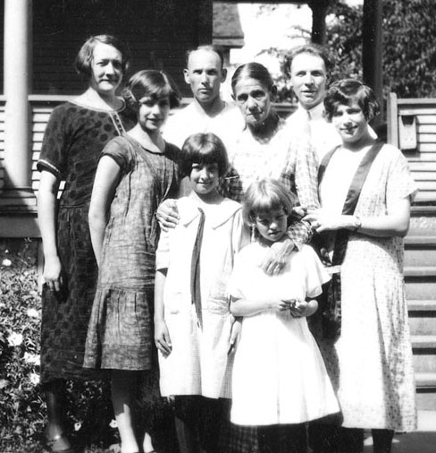 (l-r) front: Alice, Eunice and Marjorie Strelesky, Irene (Sanders) Heitz; back: Norma Sanders, probably her 2nd husband Martin Newman, Josephine (Uhlrich) Sanders, and William Heitz