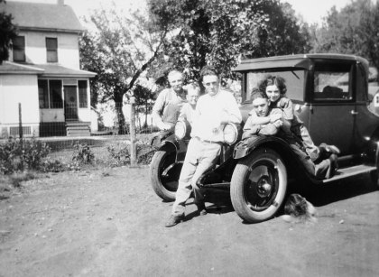 Lawrence, Minnie, Wayne, Floyd and Beulah Bausman